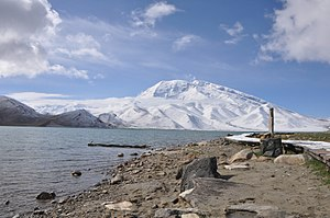 Karakul (China) - Image: Karakul Lake Muztag Ata, China