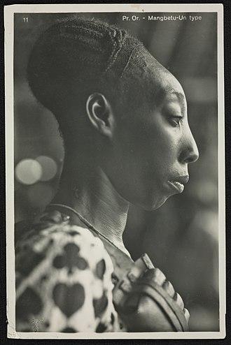 Mangbetu people - Image: Kazimierz Zagórski Mangbetu woman