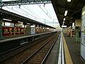 Keikyu-railway-main-line-Kanagawa-shimmachi-station-platform.jpg