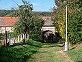 Košíře, Bulovka, od východu, brána.jpg