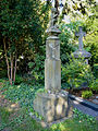 Koeln-Niehl Hermesgasse FriedhofFigurenstele(1).jpg