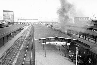 Mannheim–Saarbrücken railway - Old Ludwigshafen Hauptbahnhof in 1958. In 1969, the original terminal station was replaced by a through station, which was built further west.