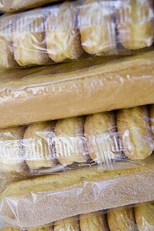 Ladyfinger (biscuit) - Ladyfingers in transparent plastic packages