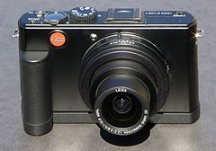 Leica D-LUX 4 with handgrip.jpg