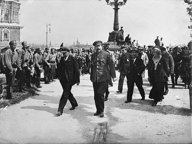 С В.И.Лениным на открытии памятника «Освобождённому труду», Москва, Пречистенская набережная, 1 мая 1920 года. Фото А. Савельева