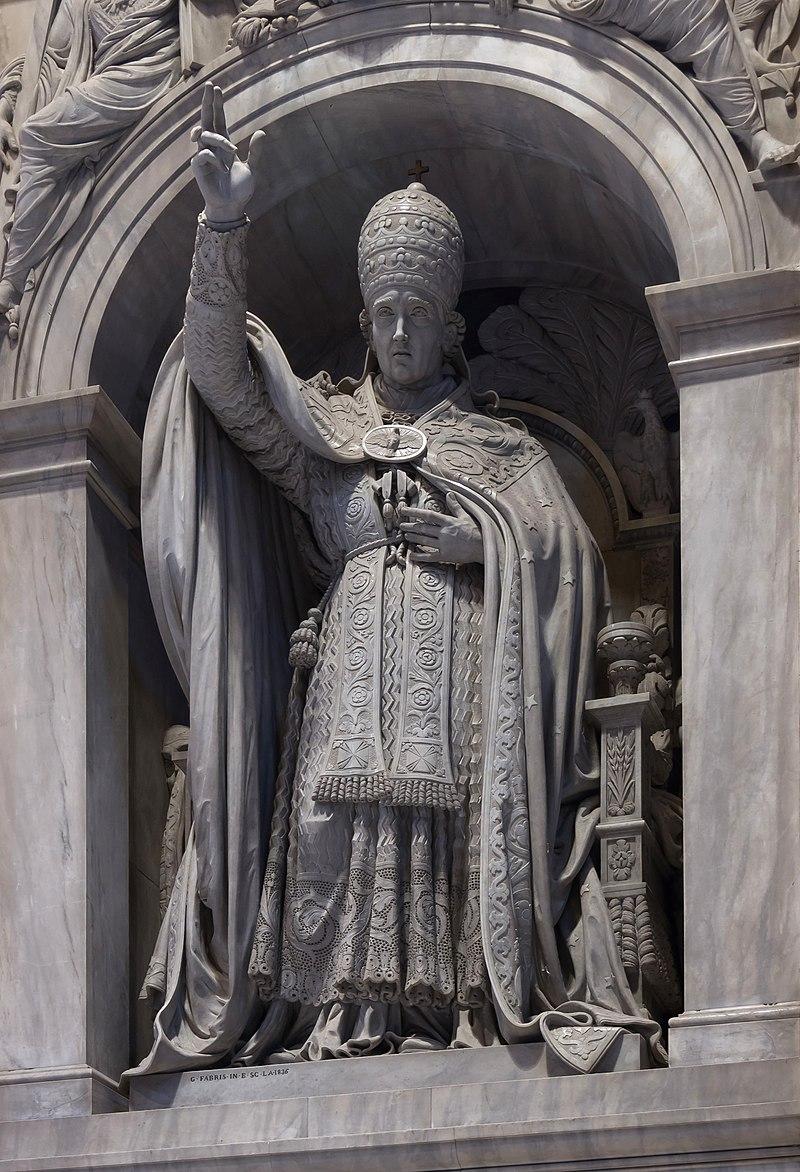 León XII estatua de Fabris 1836 Basílica de San Pedro del Vaticano City.jpg
