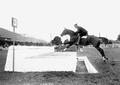 Leutnant Gerbex beim Mauersprung - CH-BAR - 3240601.tif