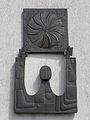 Linz-StMagdalena - Bronzerelief Sonnenrad - 1976.jpg