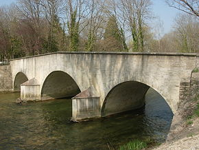 Loches sur Ource le pont romain avril 2009.jpg