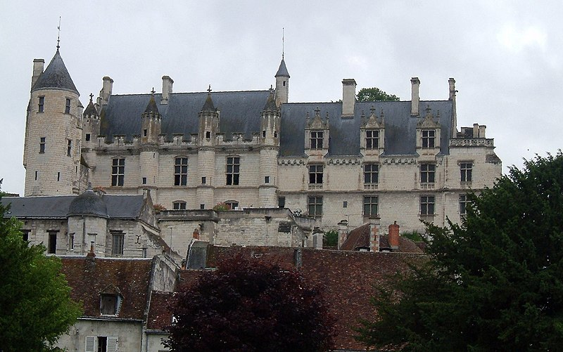 File:Logis royal Loches.jpg