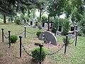 Lom - hřbitov -pomník obětem války 2.jpg