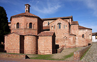Lomello Baptistery of San Giovanni ad Fontes - View of the baptistery with the basilica behind.