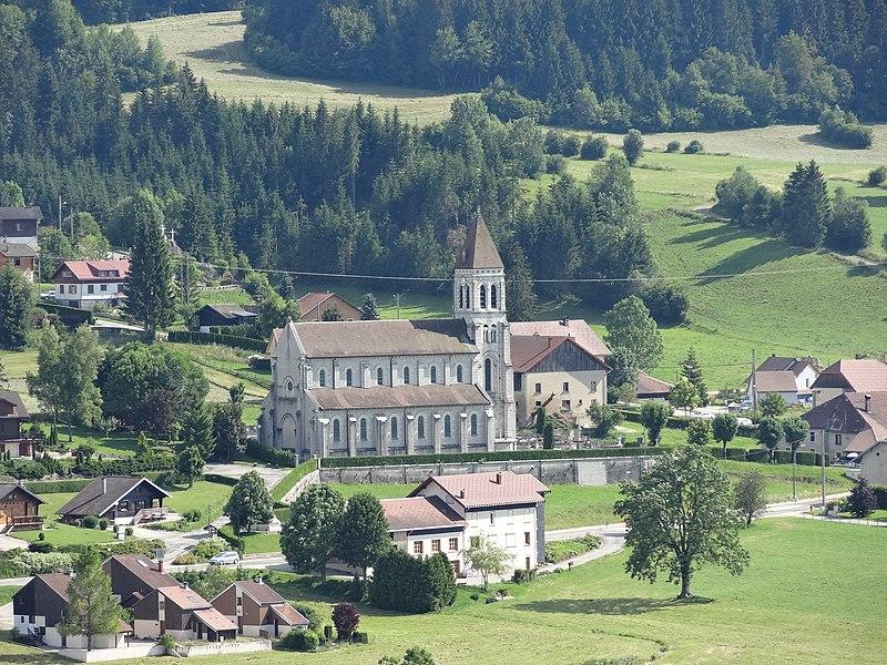 Longevilles-Mont-d'Or (Doubs) - église, vue de son côté nord