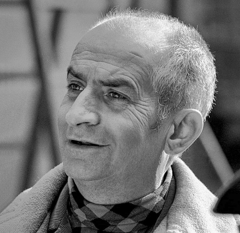 Louis de Funès lors du tournage du film L'Homme orchestre en 1970. | Photo : Wikipédia.