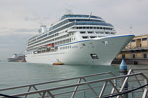 MS Insignia in Venice 2008.JPG