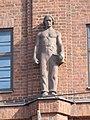 Maalaistentalo Helsinki male statue.JPG