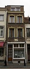 foto van Huis met gepleisterde lijstgevel en gevelsteen met schaap.