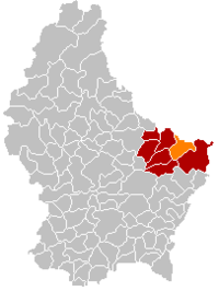 Map of Luxembourg with Echternach highlighted in orange, the district in dark grey, and the canton in dark red