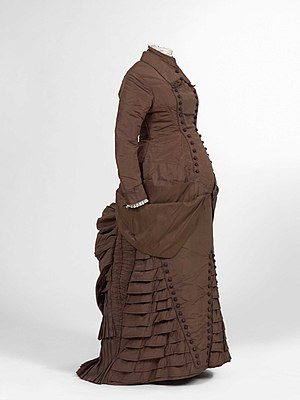 Maternity clothing - Maternity dress (ca. 1880), Jacoba de Jonge-Collection in MoMu, Antwerp / Photo by Hugo Maertens, Bruges