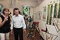Mauricio Macri junto a Juliana Awada y su hija Antonia, visitó una muestra de árboles de Navidad artísticos en el Jardín Botánic (8292298076).jpg