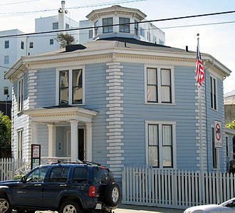 Octagon house - The McElroy Octagon House on Gough St. San Francisco, California; structural concrete construction (built 1861)