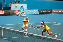 Serena con la sorella Venus agli Australian Open 2010