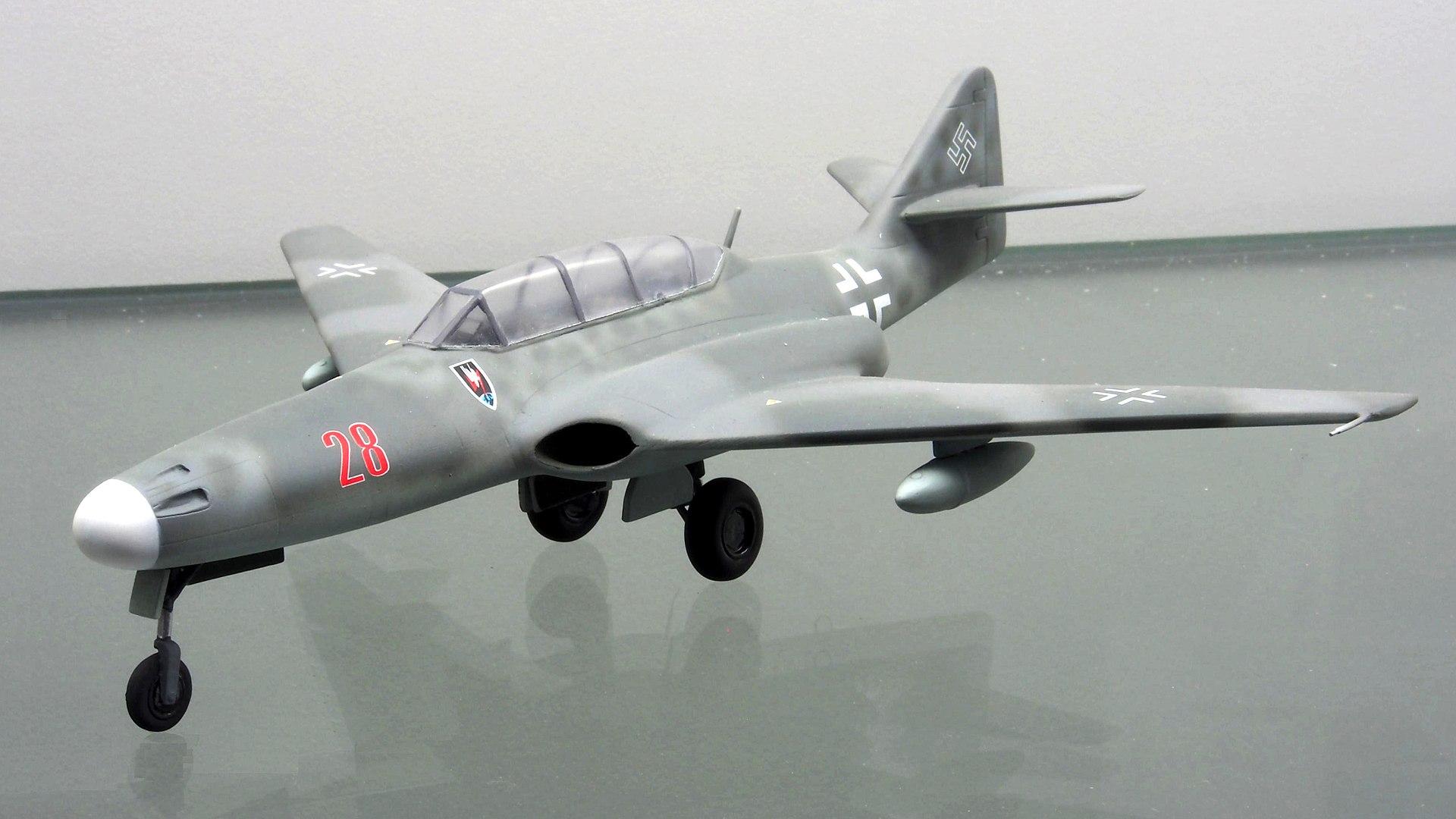 1920px-Messerschmitt_Me_262_HG_III_pic1.JPG