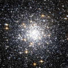 Messier 69 Hubble WikiSky.jpg
