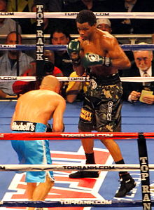 Mike Jones vs. Sebastian Andres Lujan 2.jpg