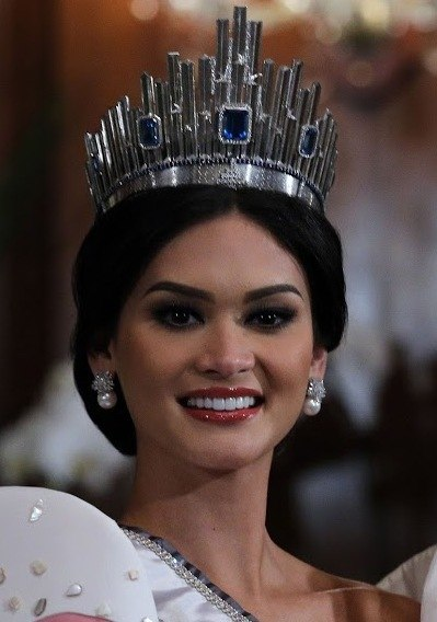 Miss Universe 2015 Pia Wurtzbach waves to the Malacanang Press (cropped)