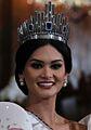 Miss Universe 2015 Pia Wurtzbach waves to the Malacanang Press (cropped).jpg