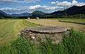 Mittelalterlicher Brunnen bei Athanasiuskirche, Berg im Drautal, Kärnten.jpg