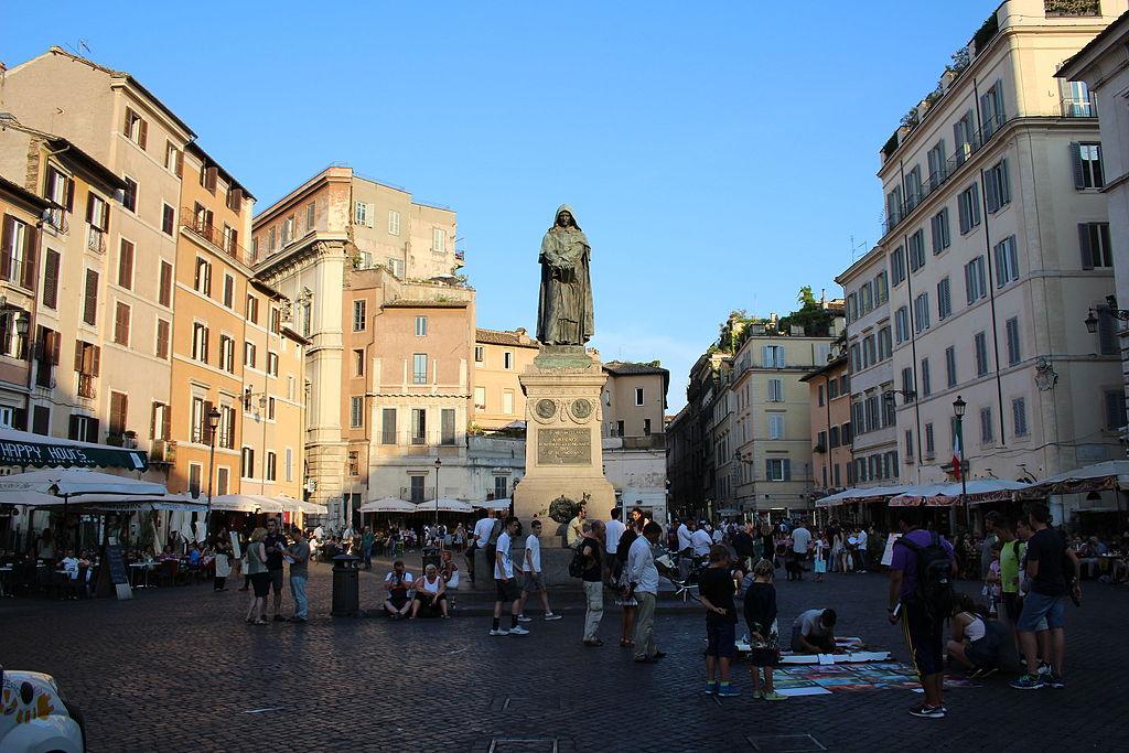 Place de la Campo dei Fiori à Rome. Photo de Victor R. Ruiz.