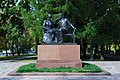 Monument to Krupskaya and Lenin (Moscow).JPG