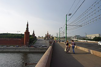 Spasskaya Tower - Image: Moscow Kremlin and Vasilyevsky Spusk from Moskvoretsky bridge