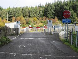 Moullinearn Level crossing (8125830234).jpg