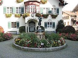 Mozartbrunnen St. Gilgen.JPG
