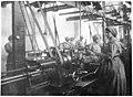 Munitions italiennes - femmes travaillant aux fusées - Médiathèque de l'architecture et du patrimoine - AP62T104577.jpg