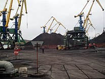 Murmansk harbour, loading coal.jpg