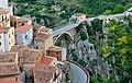 Muro Lucano Il Borgo e Ponte del Pianello.jpg