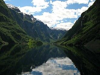 Gudvangen - Image: Nærøyfjorden mot Gudvangen