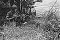 Netherlands Brigade Manoeuvres. Batman and orderly take up position Oefeningen , Bestanddeelnr 934-9335.jpg