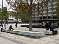 Neu Bänke an der Stolperecke des Freiburger Platzes der Alten Synagoge 2.jpg
