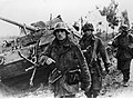 Niemieccy piechurzy podczas marszu na froncie pod Nettuno - Nazio (2-2169).jpg