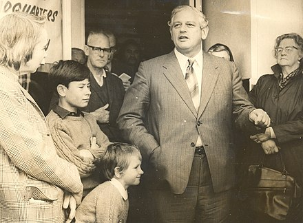 Kirk speaks to a crowd outside Labour Party headquarters, Levin, 1972 Norman Kirk Levin 1972.jpg