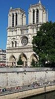 Notre Dame de Paris façade 2015.jpg