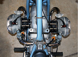 Flat twin engine - A 1967 BMW R50/2 flat-twin engine mounted with its crankshaft longitudinal. The cylinders are offset