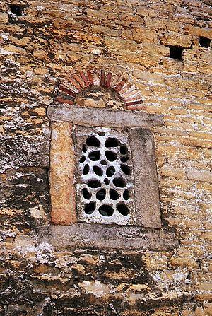 San Julián de los Prados - Original window.