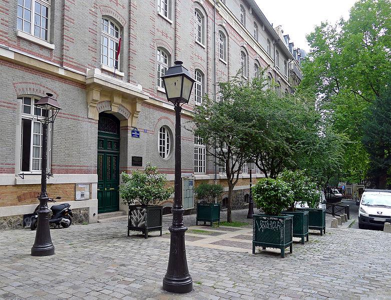 Fichier:P1260919 Paris XVIII place Constantin-Pecqueur rwk.jpg