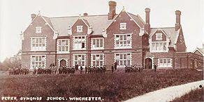 Peter Symonds College - Wikipedia